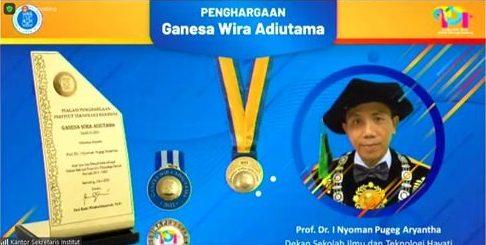 Peringatan 101 th PTTI, Prof. Dr. I Nyoman P Aryantha Terima Penghargaan Ganesa Wira Adiutama